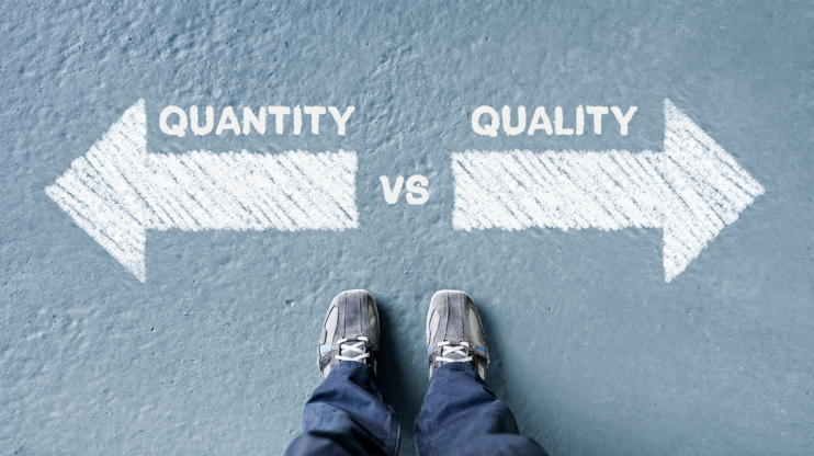 two arrows showing into opposite directions, one says quality, the other quantity